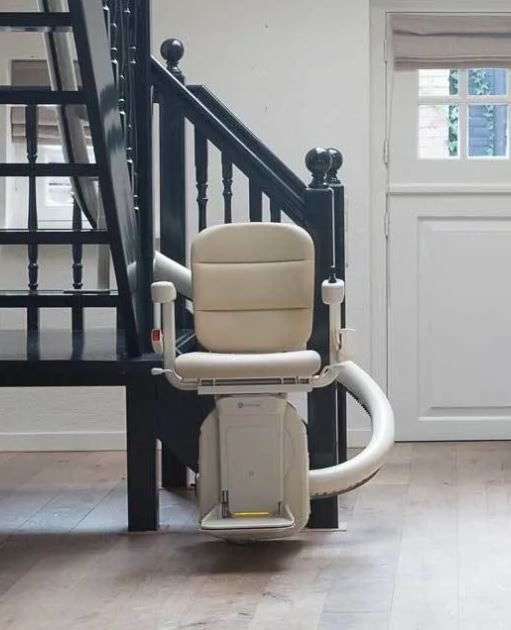 Freecurve Stairlift from Direct Stairlifts Derby